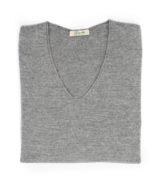 Maglia collo v grigia in lana merinos e cashmere di Leopolda cashmere italia